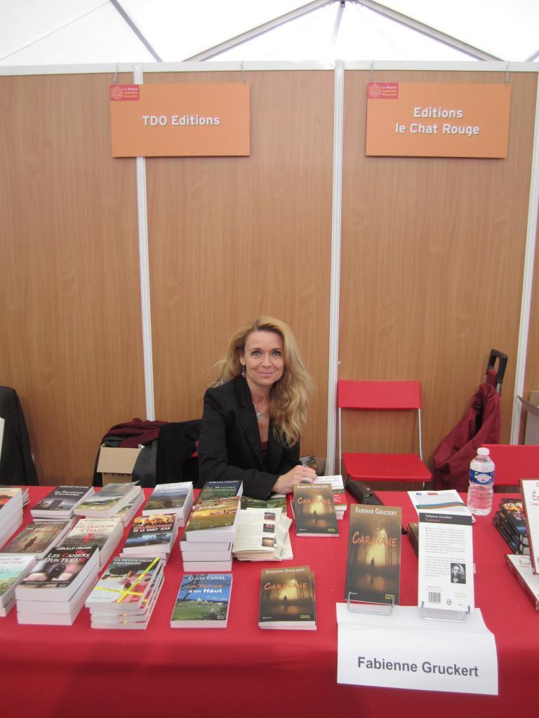 Fabienne Gruckert au stand de son éditeur TDO